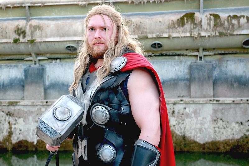 Mjoelnir-diy-kes-cosplay-foam-Marcel-heroshot